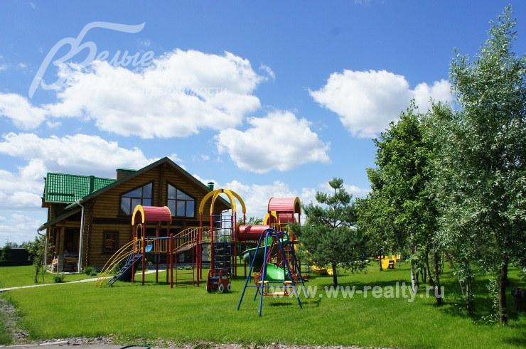 Детская площадка возле дома фото